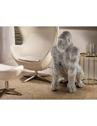 Figura grande de gorila, realizada en poliresina. Acabado en plata con textura imitación de incrustaciones de pedrería.
