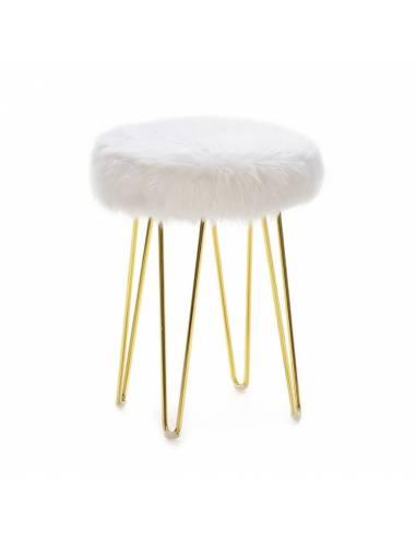 Cálido taburete bajo con asiento en felpa blanca y patas metálicas doradas. Un taburete acogedor de impecable acabado.