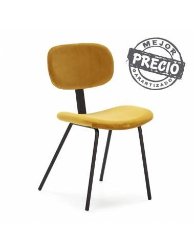 Elegante y confortable silla de diseño tapizada en tela terciopelo amarillo.
