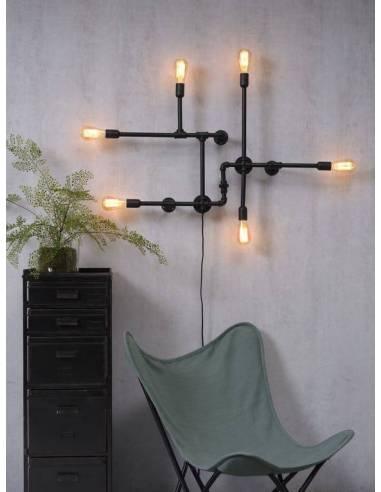 Esta magnífica lámpara de pared es una pieza de decoración única. De estilo puramente industrial,