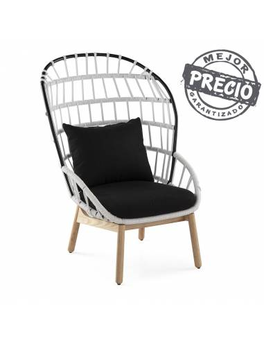 Elegante sillón de diseño realizado en madera, hierro y poliester.  Acogedor y llamativo diseño en rejilla