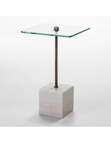 Mesa auxiliar con base cuadrada de mármol blanco y encimera de cristal. Un diseño sencillo y elegante